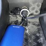 マークXジオでiphoneとiQOSをストレスなく同時充電できるUSBカーチャージャー